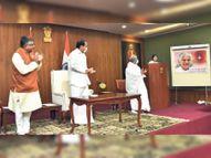उपराष्ट्रपति वेकैय्या नायडू तथा रविशंकर प्रसाद ने जारी किया दादी का पोस्टल स्टाम्प|आबूराेड,Abu road - Dainik Bhaskar