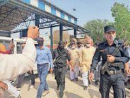 सुरक्षा पहरे के बीच लोहारू अनाज मंडी में पहुंचे कृषि मंत्री, काले झंडे लेकर विरोध करने पहुंचे किसानों को नहीं जाने दिया अंदर|लोहारू,Loharu - Dainik Bhaskar