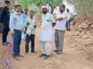 स्वीकृत प्रधानमंत्री ग्राम सड़क योजना का कार्य शुरू नहीं करने दे रहे ग्रामीण|कोटा,Kota - Dainik Bhaskar