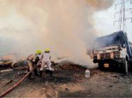 स्क्रैप फैक्ट्री में गैस कटर मशीन से निकली चिंगारी, लगी आग से सब कुछ जलकर खाक|भिलाई,Bhilai - Dainik Bhaskar