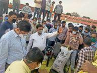 घुन लगे गेहूं लेकर पहुंचे किसान को लौटाया सर्वेयर को हटाया, संस्था प्रबंधक को नोटिस|उज्जैन,Ujjain - Dainik Bhaskar