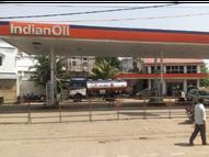 कलेक्टर ने देखा पेट्रोल पंप पर न सोशल डिस्टेंसिंग का पालन और न किसी ने मास्क लगाया; जांच करने पहुंची टीम को मिली गड़बड़ियां|रीवा,Rewa - Dainik Bhaskar