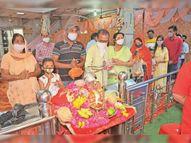अधिकतर श्रद्धालुओं ने मंदिरों के बजाय घरों में ही की पूजा, ताकि कोरोना से जीत सकें|श्रीगंंगानगर,Sriganganagar - Dainik Bhaskar