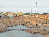 शेड्यूल व उठान न होने के विरोध में इंद्री में चार घंटे लगाया जाम, पड़ा हुआ है 2.76 लाख एमटी गेहू करनाल,Karnal - Dainik Bhaskar