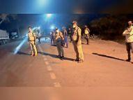 तेज रफ्तार ट्रक ने सड़क किनारे खड़े दूसरे ट्रक के क्लीनर को कुचला, मौत छतरपुर (मध्य प्रदेश),Chhatarpur (MP) - Dainik Bhaskar