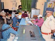 बदमाशों ने भागने के दौरान की पत्थरबाजी, एसी कोच शीशा तोड़ा भागलपुर,Bhagalpur - Dainik Bhaskar