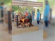 शांतिधाम में एक दिन में 9 अंत्येष्टि, 4 की मौत कोरोना लक्षणों से, पांच सामान्य मौतें होशंगाबाद,Hoshangabad - Dainik Bhaskar