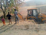 महानरेगा में श्रमिकों की जगह जेसीबी से काम, घर बैठे सभी काे दाम|बांसवाड़ा,Banswara - Dainik Bhaskar