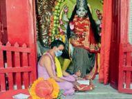 मंदिराें के पट बंद, भक्ताें ने बाहर से ही की पूजा, जलाए श्रद्धा के दीप|मुजफ्फरपुर,Muzaffarpur - Dainik Bhaskar