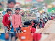 राई, कुंडली के 40 प्रतिशत श्रमिक कर गए घर वापसी, बस मालिक वसूल रहे दोगुना किराया गोहाना,Gohana - Dainik Bhaskar