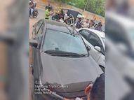 हाेर्डिंग का एंगल टूटकर कार में धंसा गनीमत रही कि सीट पर काेई नहीं था|भीलवाड़ा,Bhilwara - Dainik Bhaskar