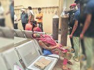 3 हॉस्पिटल फुल, सांस नहीं आने से महिला कुर्सी पर बेसुध, भास्कर के दखल पर भर्ती|उदयपुर,Udaipur - Dainik Bhaskar