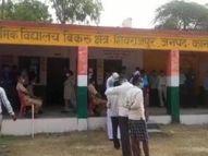 विकास दुबे के अंत के बाद बिना किसी खौफ के वोट डालने पहुंच रहे मतदाता; पुलिस का सख्त पहरा|कानपुर,Kanpur - Dainik Bhaskar