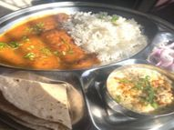 कानपुर की इंदु ने नौकरी छुटने पर शुरू किया अपना ढाबा, यहां मिलने वाली एक थाली की कीमत 30 रुपए जिसमें राजमा-चावल, चपाती, बूंदी रायता और कटा प्याज भी है|लाइफस्टाइल,Lifestyle - Dainik Bhaskar