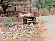 कचरे से ओवरफ्लो हो गई ट्रैक्टर ट्रॉली, नगरपालिका नहीं कर रही सफाई, बदबू से लोग परेशान झाबुआ,Jhabua - Dainik Bhaskar