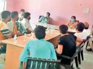 दाे घंटे बेच सकते हैं सब्जियां, किराना व्यापारी होम डिलीवरी करें : एसडीएम धार,Dhar - Dainik Bhaskar
