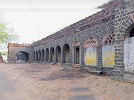 एक मंजिला पुराना कचहरी भवन 1916 में बना था, छोटे-बड़े दस से अधिक कक्ष हैं देवास,Dewas - Dainik Bhaskar