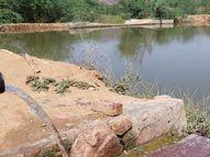 अलवर के सरिस्का के सीराबास गांव में एक बाेरवैल से बिना माेटर के लगातार तीन साल से निकल रहा पानी, जोहड़ भर गया|अलवर,Alwar - Dainik Bhaskar