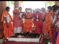 महाकाल मंदिर में कोरोना के विनाश के लिए 3 किवंटल लकड़ी, ढाई क्विंटल शक्कर, चावल, पंच मेवा, घी से हुआ अनुष्ठान|उज्जैन,Ujjain - Dainik Bhaskar