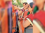 उदित होते सूर्यदेव को अर्घ्य देकर किया निर्जला व्रत का समापन, महिलाओं ने की पति की लंबी उम्र की कामना भोपाल,Bhopal - Dainik Bhaskar