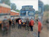 अंबिकापुर से आया 5.75 लाख का दो ट्रक कबाड़ जब्त रायगढ़,Raigarh - Dainik Bhaskar