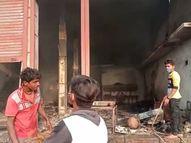 बंद कबाड़ गोदाम में लगी आग, सुबह धुआं निकलते देखा तो फायर ब्रिगेड ने पहुंचकर बुझाई आग|सागर,Sagar - Dainik Bhaskar