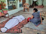 कोरोना से मृत प्रोफेसर का शव मुक्तिधाम के बजाय घर के बाहर छोड़कर भाग गया एंबुलेंस चालक इंदौर,Indore - Dainik Bhaskar