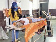 कोविड हॉस्पिटल में बेड नहीं मिला तो बुजुर्ग मरीज को स्ट्रेचर पर ही देनी पड़ी ऑक्सीजन|कोटा,Kota - Dainik Bhaskar