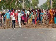 आजमगढ़ में रिकाउटिंग की मांग कर रहे लोगों ने पुलिस पर किया पथराव, उपद्रवियों ने SP की गाड़ी समेत कई वाहनों में तोड़फोड़ की|यूपी पंचायत चुनाव,UP Panchayat Election - Dainik Bhaskar