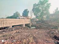 टाउनशिप में कामकाज ठप, मजदूर नहीं मिलने से सड़क रिपेयर अटका, पुल का निर्माण भी धीमा|भिलाई,Bhilai - Dainik Bhaskar