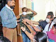 सुबह लगे टीके, दोपहर में वैक्सीन खत्म 45+ उम्र वालों को सेंटर पर मिले ताले|भोपाल,Bhopal - Dainik Bhaskar