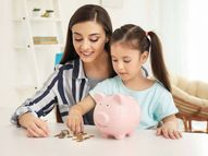 बच्चे को बचत का दें व्यवहारिक ज्ञान, खर्च की प्राथमिकता तय करना सिखाएं और उससे सेविंग्स के बारे में चर्चा करना भी सीखें|लाइफस्टाइल,Lifestyle - Dainik Bhaskar