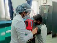 18 और 45 पार के 4093 को लगा कोरोना टीका|महासमुंद,Mahasamund - Money Bhaskar