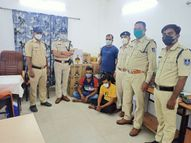 इंदौर में अवैध शराब लेकर जा रहे दो युवक हिरासत में, आरोपियों के पास से साढ़े 3 लाख रुपए की 48 पेटी अवैध शराब मिली|इंदौर,Indore - Money Bhaskar