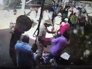 कुर्ला रेलवे स्टेशन के बाहर अवैध रूप से स्टॉल लगाने वालों के साथ RPSF जवानों ने की मारपीट, कैमरे में कैद हुई घटना|मुंबई,Mumbai - Money Bhaskar