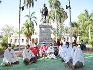 इंजेक्शन मामले में कांग्रेस ने गांधी प्रतिमा के सामने दिया धरना, पीड़ित परिजनों को न्याय दिलाने की मांग|जबलपुर,Jabalpur - Money Bhaskar