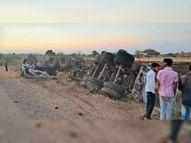 कास्टिक सोडा से भरा टैंकर पलटा, ड्राइवर और साथ जा रहे बेटे की केबिन में दबने से मौत|होशंगाबाद,Hoshangabad - Dainik Bhaskar