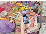 विवाह में सिर्फ 10 लोगों के शामिल होने की अनुमति, इसलिए ऑनलाइन जुड़ी बहनें, लाइव देखी भाई की सगाई|सागर,Sagar - Dainik Bhaskar