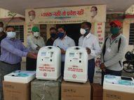 नगर परिषद ने 4 ऑक्सीजन कंसंट्रेटर मशीन प्रशासन को की भेंट, एक मशीन से 5 लीटर ऑक्सीजन प्रति मिनिट मिलती है|राजस्थान,Rajasthan - Dainik Bhaskar