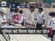 दवा कंपनी के मालिक ने पटना के ट्रैफिक पुलिसकर्मियों को दी महीने भर की विटामिन C की डोज, आगे पूरे बिहार के पुलिसवालों को देंगे|पटना,Patna - Dainik Bhaskar