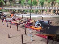 कोरोना के इलाज को गांवों से शहर तक दौड़-धूप, यहां दिन नहीं, रातें भी फुटपाथों पर गुजरती हैं बठिंडा,Bathinda - Dainik Bhaskar