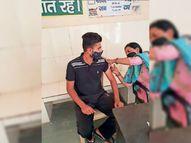 युवा वैक्सीन के प्रति अवेयर, शहर में अधिकतर स्लॉट बुक, महामारी रोकने को जा रहे दूसरे सेंटरों पर|फतेहाबाद,Fatehabad - Dainik Bhaskar