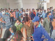 पेट्राेल पंप कर्मी और राशन डीलर्स को लगने थे टीके, बाहर के लोग लगवाकर चले गए|राजसमंद,Rajsamand - Dainik Bhaskar