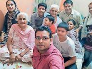 माता-पिता की 52वीं एनिवर्सरी मनाने के बारे में उनके पुराने दाेस्ताें काे बताया, अब दाेस्ताें के भेजे मैसेज प्राेजेक्टर से दिखाएंगे|अम्बाला,Ambala - Dainik Bhaskar
