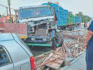 कैंटर की टक्कर से ट्राली का सामान पुलिस मुलाजिमों पर गिरा, एएसआई की मौत|जालंधर,Jalandhar - Dainik Bhaskar