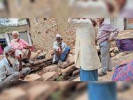तीन लाख के सर्वे में सिर्फ 12 पॉजिटिव, हकीकत: गहोरा में 17 दिन में 10 मौत, 100 से ज्यादा बीमार|अशोकनगर,Ashoknagar - Dainik Bhaskar