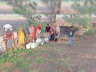 ग्रामीणाें काे एक किमी दूर खेत के कुएं से लाना पड़ रहा पानी, पंचायत भी उदासीन|धार,Dhar - Money Bhaskar