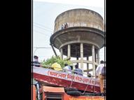 परिवार में संपत्ति विवाद, पुलिस ने सुनवाई नहीं की तो बेटे को लेकर टंकी पर चढ़ी महिला|कोटा,Kota - Money Bhaskar