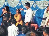 तिलक समारोह में बार बालाओं के साथ युवकों ने खूब लगाए ठुमके, अंधाधुंध फायरिंग भी की|बिहार,Bihar - Money Bhaskar
