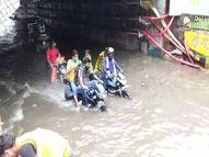 झमाझम बारिश से जलमग्न हुआ शहर, कहीं नाला चोक तो कहीं घरों में घुस गया गंदा पानी...गंगा-यमुना के जलस्तर में तेजी से बढ़ोतरी प्रयागराज,Prayagraj - Dainik Bhaskar